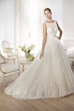 Beautiful Provonias wedding dress