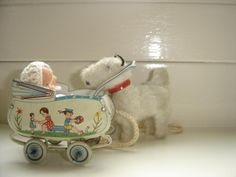 old toy baby carriage XXX en kleine fox ernaast !