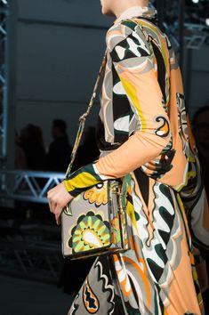 Emilio Pucci at Milan Fashion Week Fall 2017 - Details Runway Photos Only Fashion, Fashion News, Fashion Show, Emilio Pucci, Versace Jewelry, Milano Fashion Week, Milan Fashion, Latest Fashion Design, Inspiration Mode