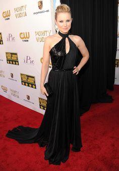 Kristen Bell flaunted her figure at the Critics' Choice Awards.