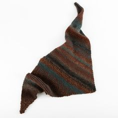 Mixed Triangle Scarf in Lion Brand Tweed Stripes - L10754. Discover more Patterns by Lion Brand at LoveKnitting. The world's largest range of knitting supplies - we stock patterns, yarn, needles and books from all of your favorite brands.