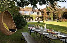 Maison familiale entourée de verdure. Plus de photos sur Côté Maison http://petitlien.fr/7j36