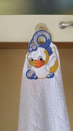 Oggi un tutorial per tutte le mie amiche ricamine. Realizziamo passo a passo questo simpatico asciughino con il paperotto. Naturalment...