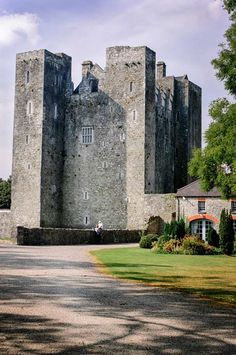 Barryscourt Castle ►► http://www.castlesworldwide.net/castles-of-ireland/cork/barryscourt-castle.html?i=p