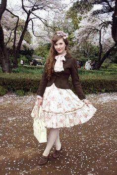 Lolita hanami in ShinjukuDress: Mary MagdaleneJacket: Innocent WorldBlouse: Mary MagdaleneBag: Baby, the Stars Shine BrightShoes: Cobb HillTights: B-Be-BeeHair corsage: Innocent World
