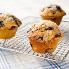 The best guarantee of a great blueberry muffin is to start with great blueberries. We wanted a recipe that would work even with the watery supermarket kind.