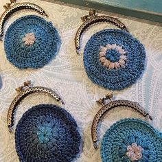 yarn Bag Coin Purses - Make a Kiss Clasp Coin Purse. Coin purses are a fun way to use up bits of yarn while also making something useful. Here's how I make mine with sew in kiss clasp frames. Crochet Wallet, Crochet Coin Purse, Crochet Purse Patterns, Crochet Purses, Crochet Gifts, Holiday Crochet, Crochet Bags, Bag Patterns, Sewing Patterns