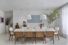 Casa Luxo: Salas de jantar translation missing: br.style.salas-de-jantar.moderno por Carolina Mendonça Projetos de Arquitetura e Interiores LTDA