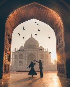Isn't the Taj Mahal beautiful! Travel couple goals created by ↡ M… – Most Beautiful Places in the World Places To Travel, Places To See, Travel Destinations, Taj Mahal, Mekka Islam, Couple Photography, Travel Photography, World Photography, Flying Photography