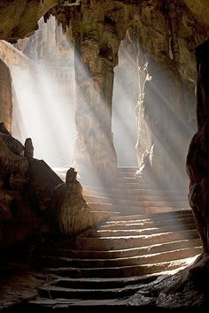 30+ mysterious caves, a deep walk into the heart of the earth