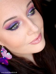 Urban Decay Electric Palette Look blue, purple, red