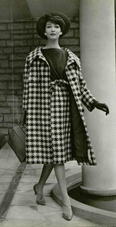 Simone d'Aillencourt in navy and white houndstooth coat and skirt with navy jersey top by Jacques Heim, hat by Svend, purse by Durer, photo by Pottier, 1958 Fifties Fashion, Retro Fashion, Vintage Fashion, Vintage Style, Vintage Couture, Classic Fashion, Retro Vintage, Jacques Heim, Houndstooth Coat