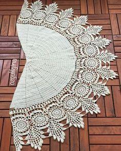 Günaydın Merakla beklediğinizi biliyorum o yüzden bir ♥️ alırım. O kadar emek verdim. Beğenilere göre yeni modeller gelecek 😜 Keyifli bir… Col Crochet, Crochet Cape, Crochet Motifs, Crochet Jacket, Crochet Scarves, Irish Crochet, Crochet Shawl, Crochet Doilies, Crochet Clothes