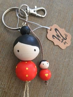 Keychain, Mother and daughter/son wooden beads keychain - Best DIY and Crafts 2019 Doll Crafts, Bead Crafts, Diy And Crafts, Crafts For Kids, Arts And Crafts, Tape Crafts, Creative Crafts, Wood Peg Dolls, Clothespin Dolls