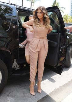 Khloe Kardashian rocks this jumpsuit (Elisabetta Franchi) Nude Outfits, Chic Outfits, Celebrity Dresses, Celebrity Style, Nude Jumpsuits, Khloe Kardashian Photos, Look Star, Moda Chic, Star Fashion