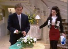 I love the fashion chosen for Fran on the TV show - The Nanny. 32-the-nanny-happy-suit.jpeg (806×594)
