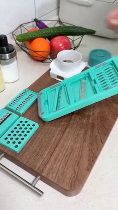 Cool Gadgets To Buy, Cool Kitchen Gadgets, Cool Kitchens, Kitchen Tools, Small Kitchen Organization, Kitchen Must Haves, Cooking Gadgets, Cool Inventions, House Cleaning Tips