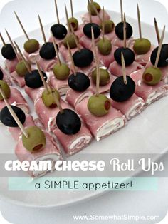 Cream Cheese Roll Ups.T hey are delicious and easy to make and they only use 3 ingredients: Olives, Cream Cheese & Sliced Ham. easy dips 3 ingredients appetizer recipes Ham and Cream Cheese Roll Up (Easiest Appetizer) Game Day Appetizers, Finger Food Appetizers, Thanksgiving Appetizers, Yummy Appetizers, Finger Foods, Appetizer Recipes, Appetizer Ideas, Appetizers With Cream Cheese, Toothpick Appetizers