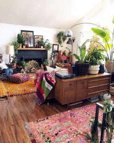 Beautiful Rustic Bohemian Living Room Design Ideas - Interior - Home Bohemian Living Rooms, Living Room Interior, Living Room Furniture, Plants In Living Room, Bohemian House, Home Design Decor, House Design, Interior Design, Home Decor