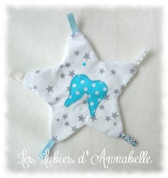 Doudou plat étoile broderie ailes d'ange