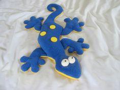 Gekko softie pattern Plushie Patterns, Animal Sewing Patterns, Sewing Patterns Free, Sewing Tutorials, Free Pattern, Softie Pattern, Sewing Toys, Sewing Crafts, Sewing Projects