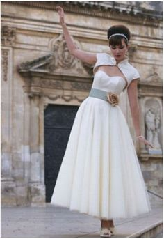 1950s Vintage-Style Strapless Tea-Length Wedding Dress