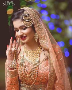 by 𝘉𝘪𝘳𝘥𝘩𝘪 𝘋𝘦𝘷𝘪 I The Jhoomar or Pasa is an essential jewelry for a Muslim Bride. This stunning and lovely jewelry piece shows the feminine spirit or 'nazakat' of a Muslim bride. Pakistani Bridal Wear, Pakistani Wedding Dresses, Indian Wedding Outfits, Bridal Outfits, Indian Bridal, Bridal Dresses, Indian Weddings, Nigerian Weddings, African Weddings