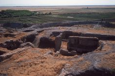 """Çatalhöyük also Çatal Höyük; çatal is Turkish for """"fork"""", höyük for """"mound"""") was a very large Neolithic and Chalcolithic proto-city settlement in southern Anatolia, which existed from approximately 7500 BC to 5700 BC, and flourished around 7000 BC. Ancient Aliens, Ancient History, Asia, Ancient Architecture, Ancient Buildings, Stonehenge, Archaeological Site, World History, World Heritage Sites"""