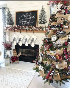 My buffalo check Christmas tree was so fun to decorate this year! I love seeing how ribbon can help transform a tree like this & it doesn't have to be hard! Christmas Fireplace, Farmhouse Christmas Decor, Plaid Christmas, Country Christmas, Christmas Home, Christmas Holidays, Black Christmas Trees, Christmas 2019, Merry Christmas