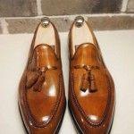 Para vestir el pie de sport del caballero