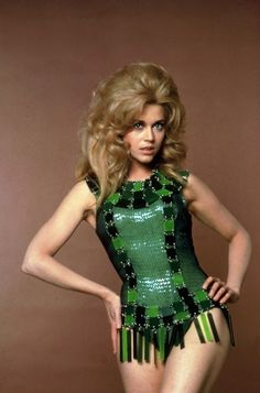Jane Fonda, big hair in Barbarella! 1968 yup, this is big hair. Jane Fonda Barbarella, Barbarella Movie, Style Année 60, Retro Style, Romain Gary, Science Fiction, Space Girl, Cheryl Cole, Jane Seymour