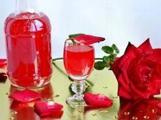 Likér z čajové růže je velmi zdravý a chutný nápoj. Tato rostlina je hotovým pokladem Vodka, Candle Holders, Health Fitness, Marvel, Candles, Tatoo, Alcohol, Porta Velas, Candy