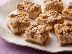 Caramel Apple Cheesecake Bars with Streusel Topping Recipe : Paula Deen . Chunks of cinnamonny apples over cheesecake filling with streusel topping. Apple Desserts, Apple Recipes, Just Desserts, Sweet Recipes, Delicious Desserts, Fall Desserts, Desserts Caramel, Caramel Apple Cheesecake Bars, Cheesecake Recipes