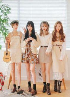Marishe Korean Fashion Similar Look I Pin By Aki Warinda Korean Fashion Trends, Korea Fashion, Kpop Fashion, Cute Fashion, Asian Fashion, New Fashion, Autumn Fashion, Fashion Looks, Fashion Outfits