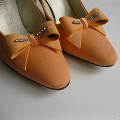 ♡ Tangerine #Hunting themed #wedding #Shoes ... For how to organise an entire wedding, within any budget PLUS lots of budget tips and other wedding ideas https://itunes.apple.com/us/app/the-gold-wedding-planner/id498112599?ls=1=8 ♥ THE GOLD WEDDING PLANNER iPhone App ♥  For more wedding inspiration http://pinterest.com/groomsandbrides/boards/ Photo repinned with love & light, to help you visualise and plan your wedding, with ease ♡