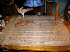 Artistic mosaics are totally assembled by hands. What an awesome work! This is a great way to add an artistic element to your floor or garden. Mosaic Tile Table, Mosaic Walkway, Mosaic Stepping Stones, Pebble Mosaic, Stone Mosaic, Pebble Art, Mosaic Art, Mosaic Glass, Pebble Garden