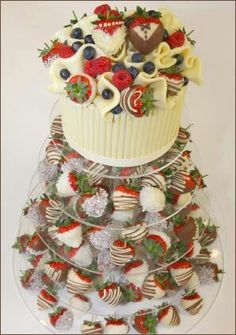 Dipped Strawberry Wedding Tower - alternative to a wedding cake yum! Wedding Candy, Wedding Desserts, Wedding Cupcakes, Wedding Cake Toppers, Alternative Wedding Cakes, Wedding Cake Alternatives, Nontraditional Wedding, Unique Wedding Cakes, Wedding Ideas