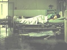 Here are 7 stories from nurses who experienced strange & paranormal occurrences while on the job at the hospitals they've worked at. Scary Photos, Real Ghost Pictures, Creepy Images, Creepy Pictures, Ghost Photos, Ghost Images, Horror Pictures, Funny Pictures, Paranormal