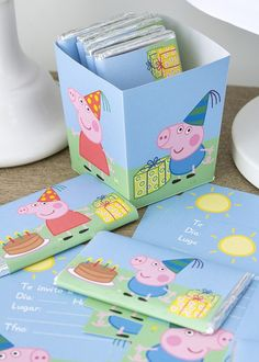 Free printables for a Peppa Pig party that are in Spanish but anyone can use the cupcake wrappers, straw flags, etc! Bolo Da Peppa Pig, Cumple Peppa Pig, Peppa Pig Birthday Cake, Peppa Pig Y George, George Pig Party, George Pig Cake, Boy Birthday Parties, 3rd Birthday, Peppa Pig Gratis