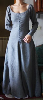 Medieval dress inspiration. Polish website.