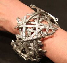 Brilliant use of metal (without hollowing everything out) Tomomi Matsunaga | Silver bracelet