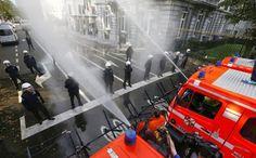 Pompiers contre policiers en Belgique - http://www.2tout2rien.fr/pompiers-contre-policiers-en-belgique/