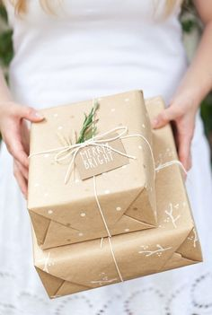 V. I. BUSY BEES: 10 Stylish ways to wrap those Christmas gifts with brown paper!