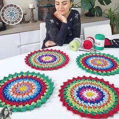 Best 12 Crochet on the Double Mile-a-Minute Christmas Afghan – Mile-a-Minute Afghan – SkillOfKing. Crochet Placemats, Crochet Dishcloths, Crochet Doilies, Crochet Rug Patterns, Crochet Mandala Pattern, Crochet Stitches, Diy Crafts Crochet, Crochet Projects, Handmade Crafts