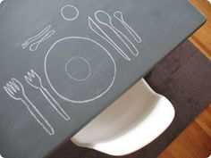 Quelle: http://giverslog.com/wp-content/uploads/2010/04/chalkboard-paint-table.jpg - 25.03.2011