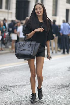 This model said it all with her luxe carryall.