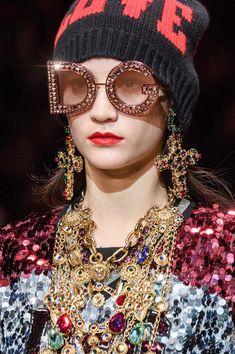 Dolce & Gabbana at Milan Fashion Week Fall 2018 - Details Runway Photos Catwalk Fashion, Milan Fashion, Fashion Trends, Aw 2018, Runway Makeup, Holy Chic, Silky Dress, Fashion Week 2018, Sunglasses Shop