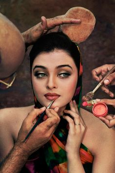 "Aishwarya's long time make up artist has been ""Micky Contractor"" who is now maing news for working on ""Alia Bhatt"" in ""Student of the Year""/"