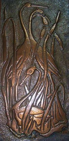 Mehmet özdeveci bakır rölyef. Anadolu uygarlıklarına kadar dayanan Türkiye, bu köklü mirasını birçok kabartma sanatı dalında devam ettirmektedir. Bu kabartma sanatı dallarından ülkemizde en sık rastlananlarından birisi bakır (kabartma) rölyef sanatıdır. Tablolar, duvar kompozisyonları, dekoratif kaplamalar (şömine, davlumbaz, kapı, sehpa ve çeşitli eşya kaplamaları vs.) gibi örneklerine günümüzde sıkça rastlanmaktadır.