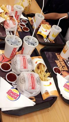 fake - Food and Drink Burger King, King Food, Junk Food Snacks, Snap Food, Tumblr Food, Food Snapchat, Fast Food, Food Goals, Aesthetic Food